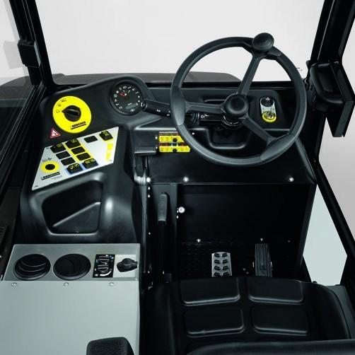 Подметально-всасывающая машина KM 150/500 D 4W: Комфортабельное рабочее место.