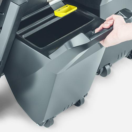 Подметально-всасывающая машина KM 85/50 R Bp: Продуманная концепция контейнера